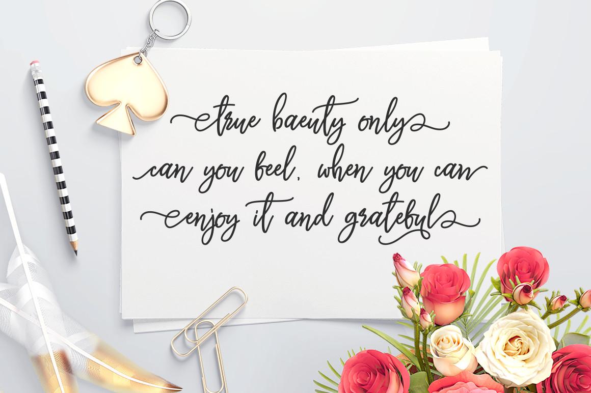 Monalisa Luxurious Font example image 6