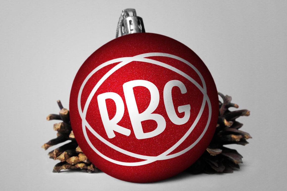 Candlepin monogram font: christmas ornament gift mockup idea