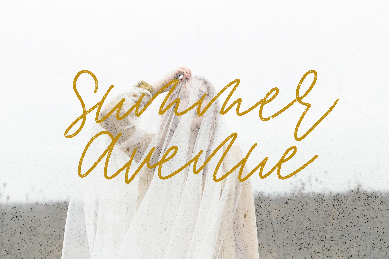 Summer Avenue Font Set example image 1