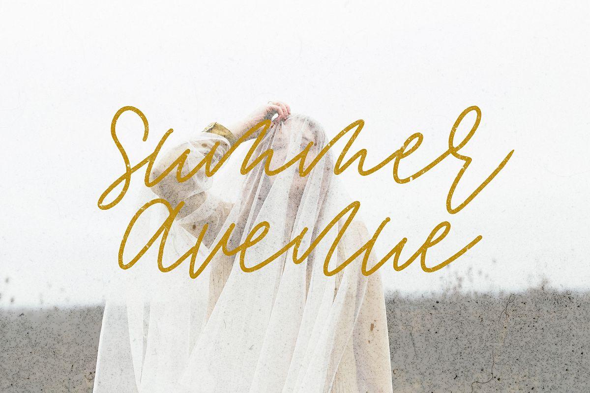 Summer Avenue Font Set example image