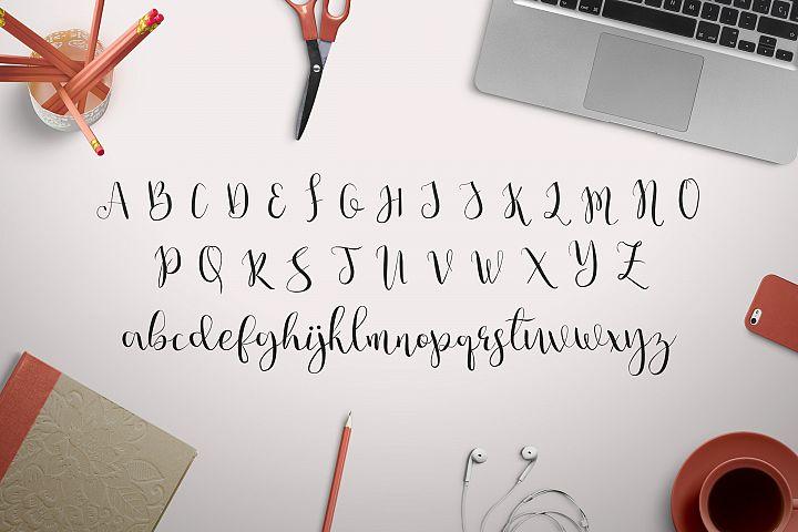 Julia's Dream - Free Font of The Week Design 6